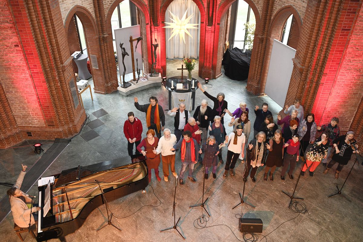 Jocelyn B. smith und Differnet Voices of Berlin 2